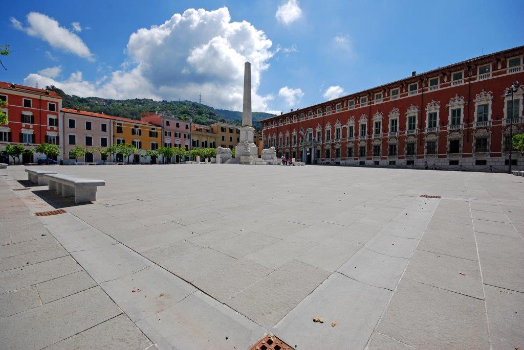 Pietra_serena_lastricato_Fiammato_piazza_aranci_Massa