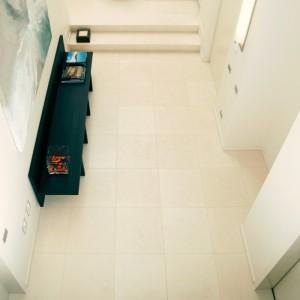 Jasmine_white_limestone_floor